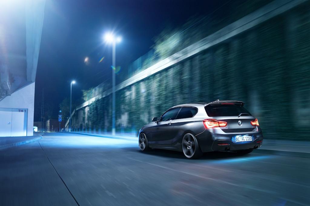 BMW 150D by AC Schnitzer fahrend hinten_300